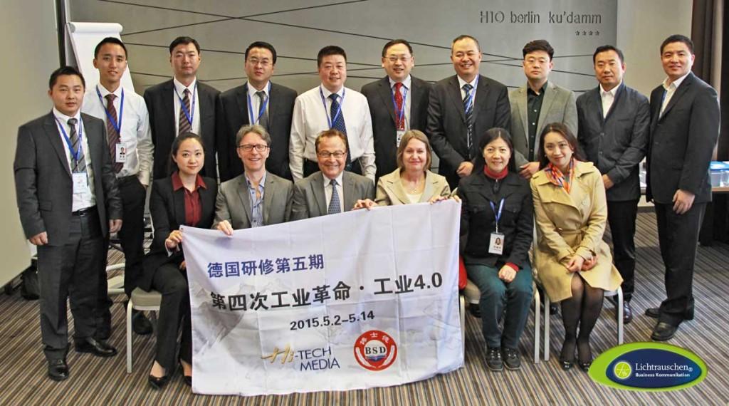 Ralf Hasford in mitten der chinesischen Delegation, 4. Mai 2015